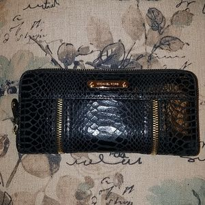 Michael Kors wallet in black and gold